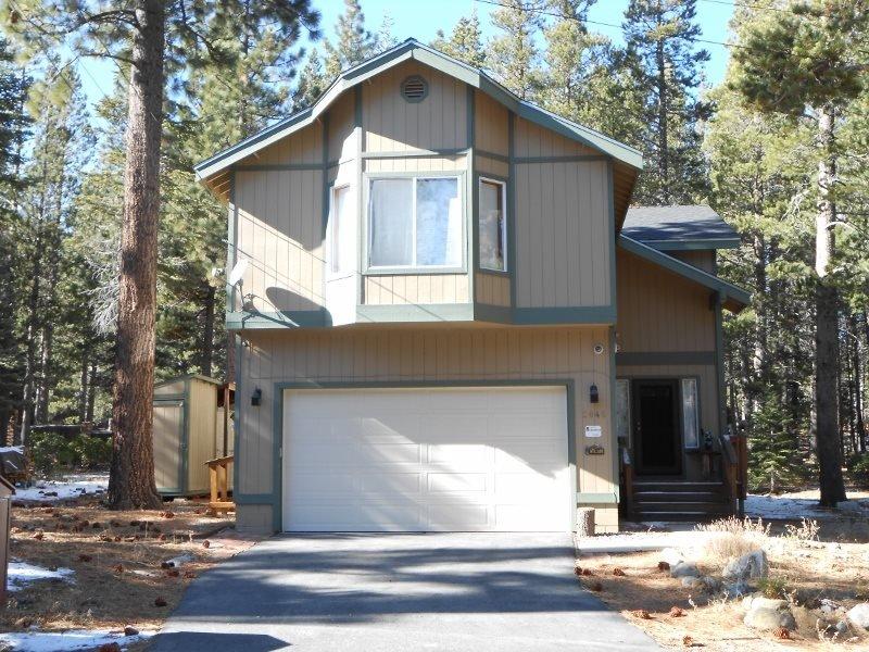 2046K- Wonderful home in Tahoe Paradise, location de vacances à Fallen Leaf