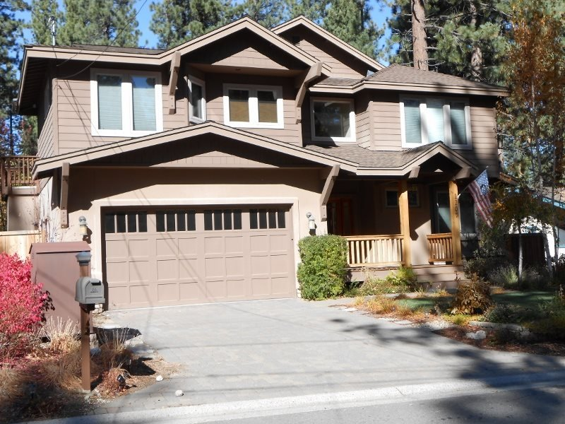1209L- Custom Home bordering Forest Service land, alquiler de vacaciones en South Lake Tahoe