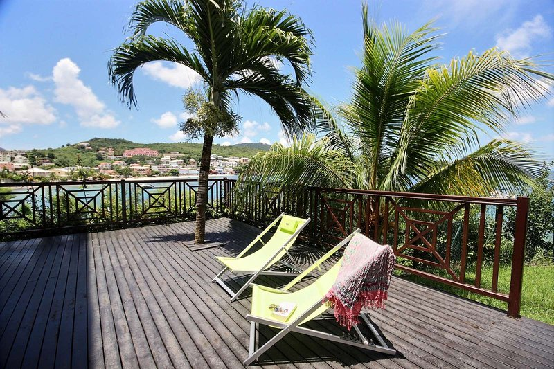 Modern apartment in 2 steps from the beach of Anse Mitan sublime