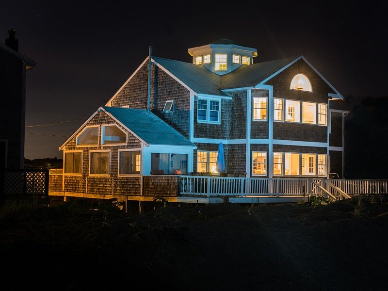 Luxury Ocean Front Home at Peggotty Beach, vacation rental in Hull