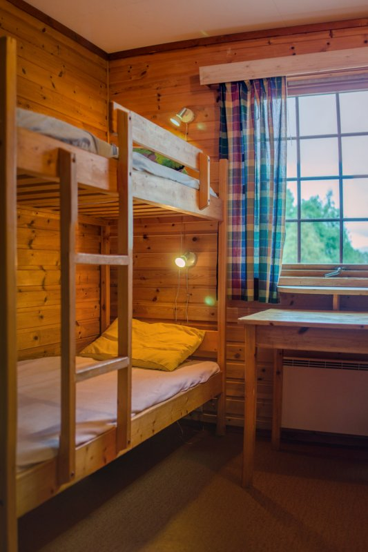 Quarto, 7 quartos com 4 camas, e 2 quartos com 2 camas