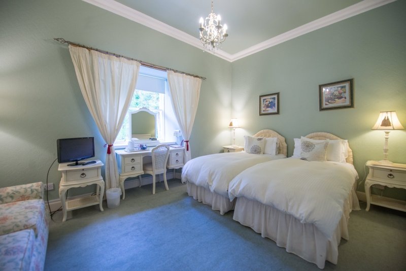 Family Room - French Suite 1, holiday rental in Bathgate