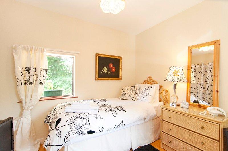 Single En-suite Room - Chalet 5, holiday rental in Bathgate