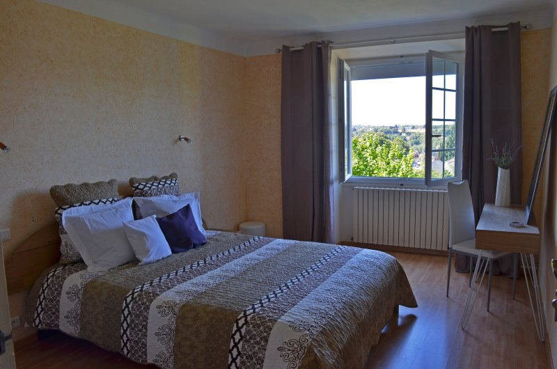 Ideal relaxing getaway in real France, holiday rental in Velles