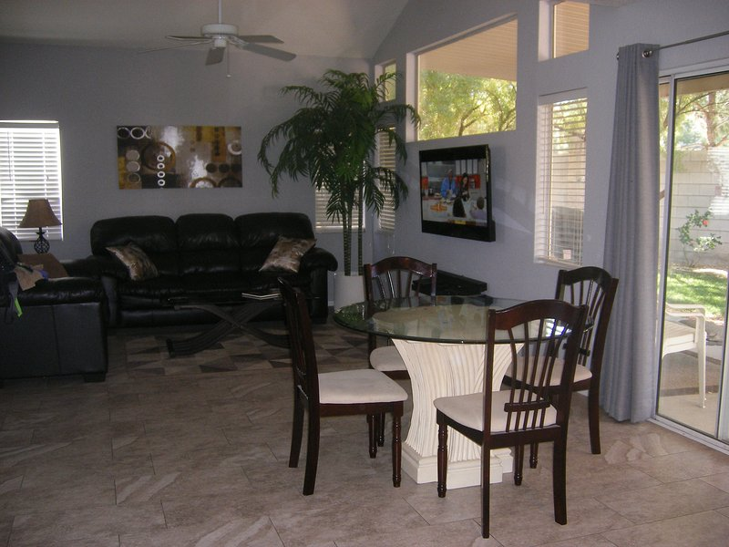GREAT BARGAIN  - BEAUTIFUL - COMFORTABLE HOME, holiday rental in Las Vegas