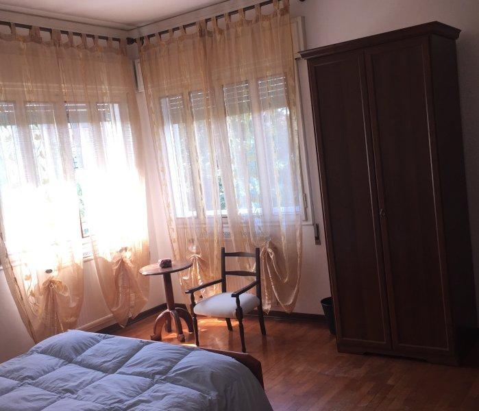Yellow Room - spacious double
