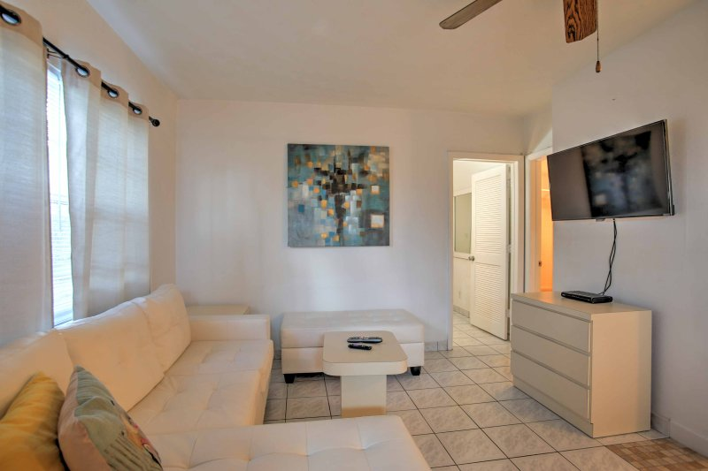 Explore the pristine shores of Deerfield Beach from this 1-bedroom, 1-bathroom vacation rental apartment!