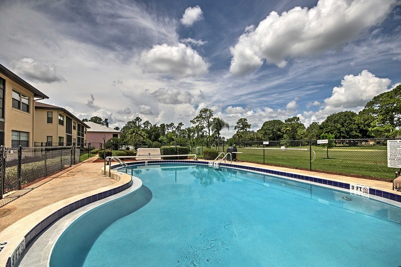 Sebring Golf Course Condo w/ Pool Access & Patio!, vacation rental in Frostproof