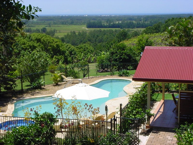 Tropical Coast Retreat - Pet Friendly kingscliff tweed heads ocean valley views, vacation rental in Murwillumbah
