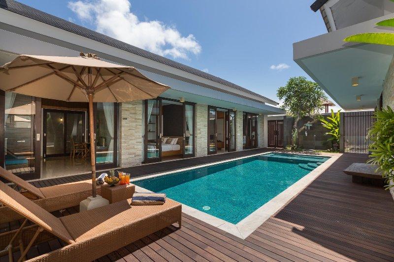 Villa Amelia Gold, Nagisa Bali Bay View Villas, vacation rental in Nusa Dua