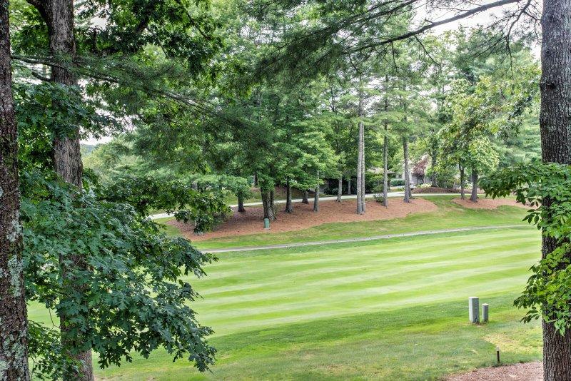 Geniet van het uitzicht op de 10e hole op de golfbaan.