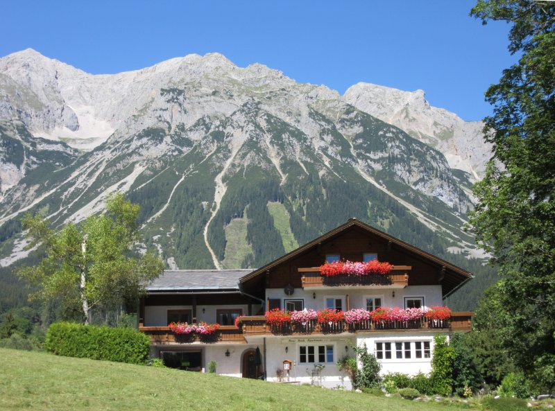 Haus Heidi - Alpenrose Apartment, holiday rental in Percht