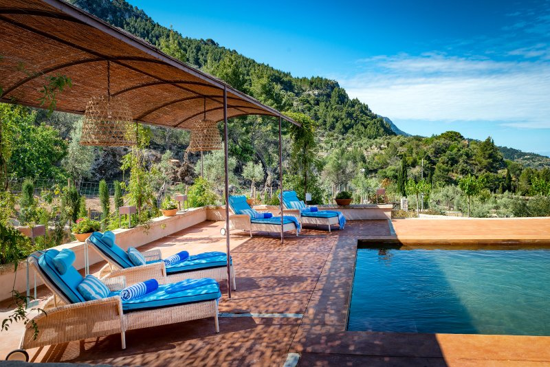 Finca Can Miquelet - Private villa with fantastic view of the mountains and sea, casa vacanza a Deia