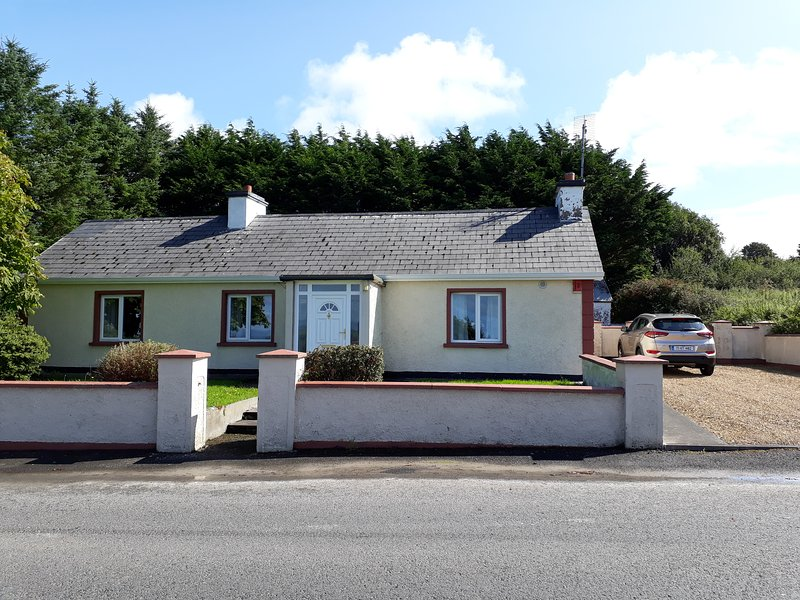 Chestnut Lodge: Ballintra - Near Donegal Town, Rossnowlagh and Murvagh, vacation rental in Laghy