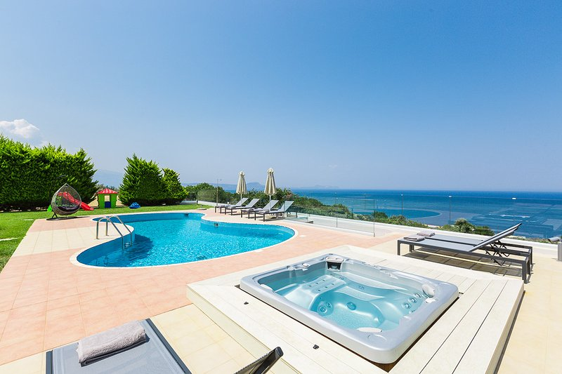 Kosta Mare Villa, panoramic views!, holiday rental in Atsipopoulo