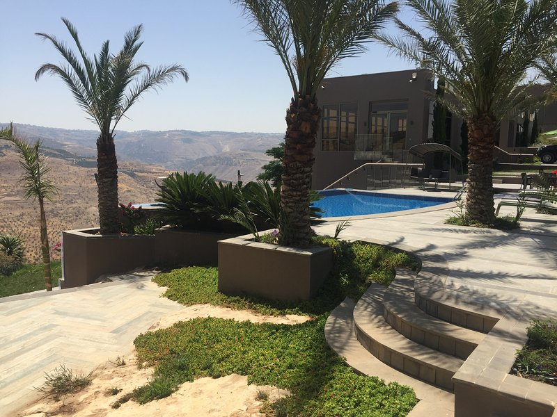Eden Mountain Suites, vacation rental in Madaba Governorate