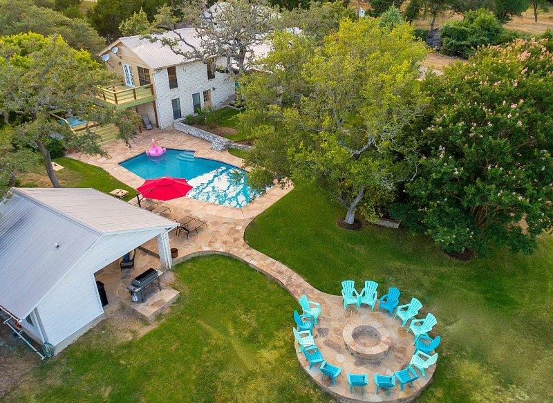 Ultimate Family/Friends Retreat Sleeps 20+, Ferienwohnung in Dripping Springs