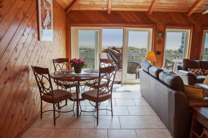 Sand and Surf, vacation rental in St. Marys