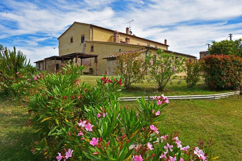 Villanovia Country House & Spa, vacation rental in Volterra