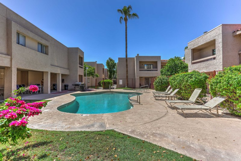 Experience all that Scottsdale has to offer from this 2-bed, 1-bath condo!