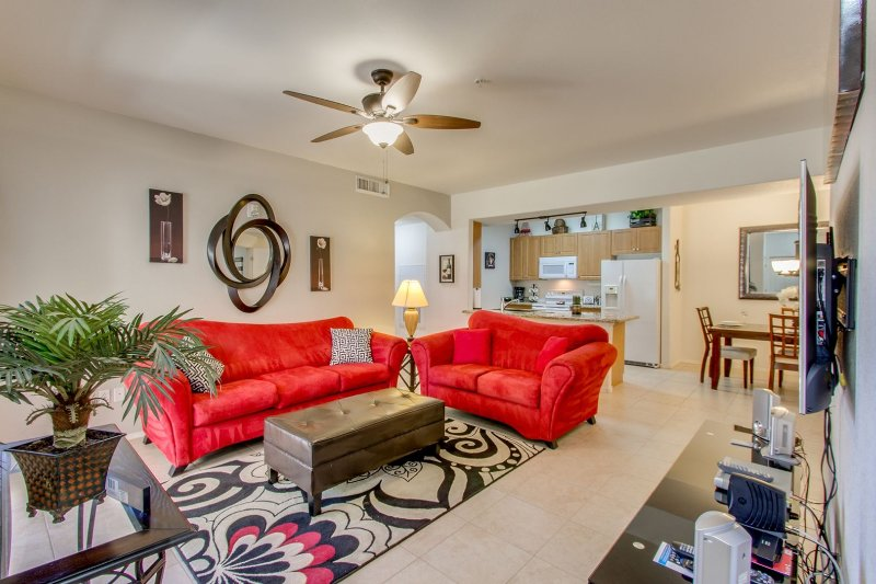 Ground Floor w/ a HEATED POOL/SPA & WORKOUT FACILITY, vacation rental in Mesa