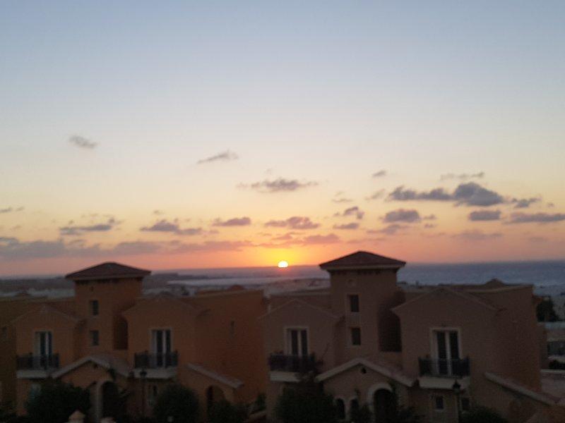 Coucher de soleil de la propriété sur le toit