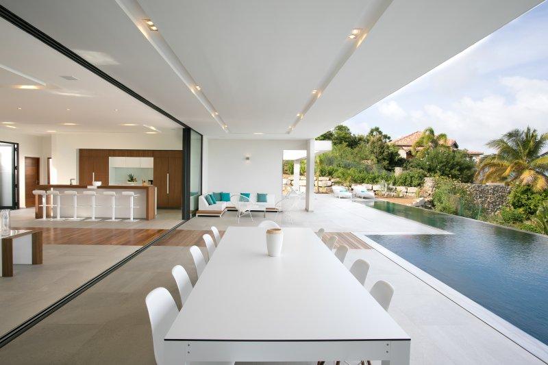 VILLA Ô , Luxueuse propriété avec une des plus belles vue mer , piscine, holiday rental in Orient Bay