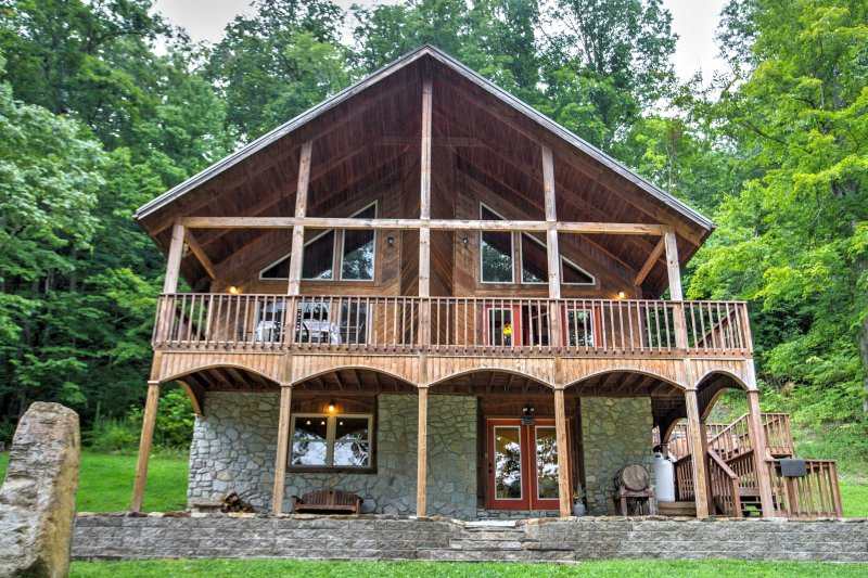 'Wine Cellar' 3BR Red River Gorge Cabin W/ Views! UPDATED