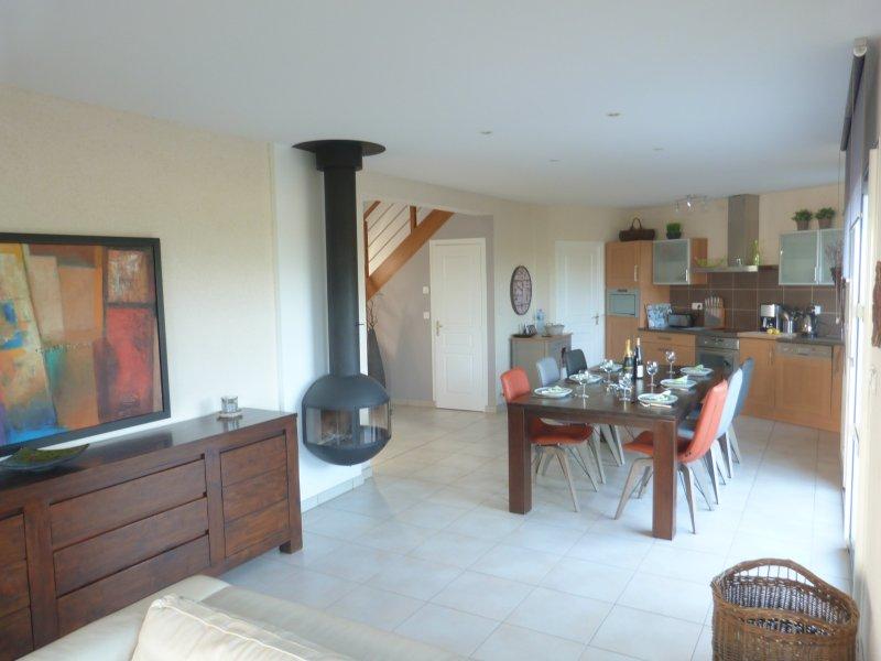 New villa,quiet, near beach, beautiful garden, 4 bikes, vacation rental in Loctudy