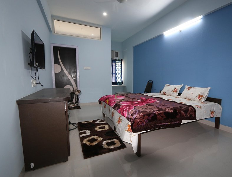 PDM Comforts Double Bed Deluxe Room 1, vacation rental in Ajmer