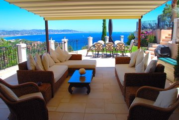 Luxury Villa to Rent in Théoule sur Mer - a Prestigious Location near Cannes, holiday rental in La Napoule-Plage