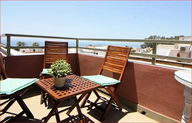 Preciosa terraza muy soleada con vistas al mar
