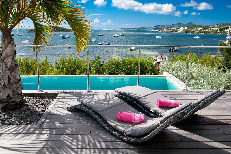 VILLA PINEL face à la mer des caraibes et à l'ilet Pinel , piscine, plage privée, holiday rental in Anse Marcel