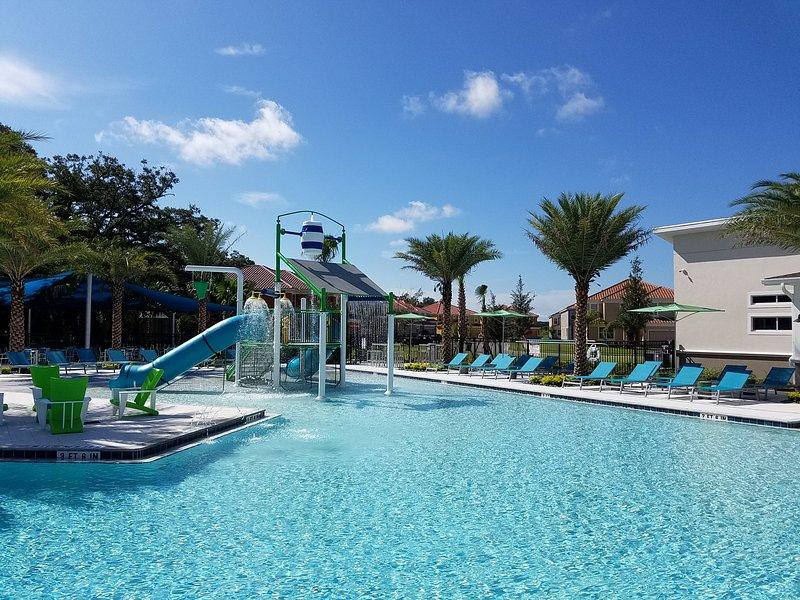 Grande piscine et terrasse Veranda Palms Clubhouse.