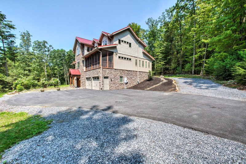 You'll never want to leave this Grantville getaway!