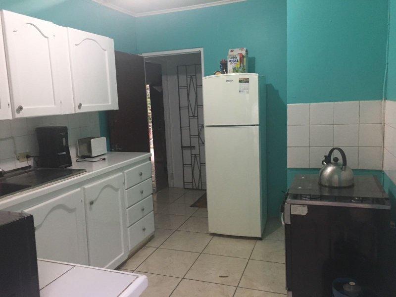 amplia zona de cocina también recién pintado y bien equipado!