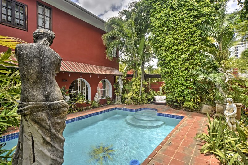 Luxurious San Juan Villa w/ Pool - Walk to Beach!, holiday rental in Puerto Rico