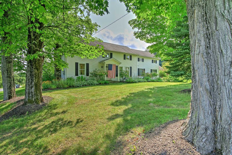 Saratoga Springs Home on 3 Acres -2mi to Racetrack, vacation rental in Saratoga Springs