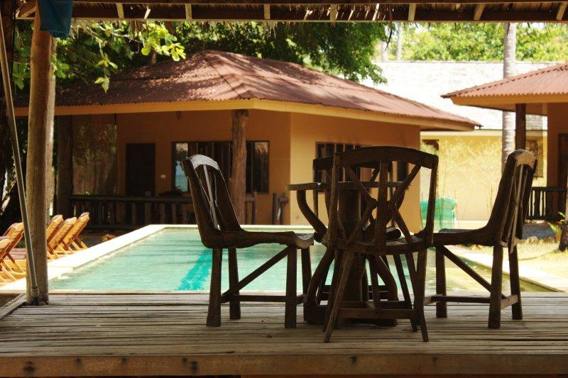 Melina's Beachfront Bungalows, holiday rental in Krabi Town
