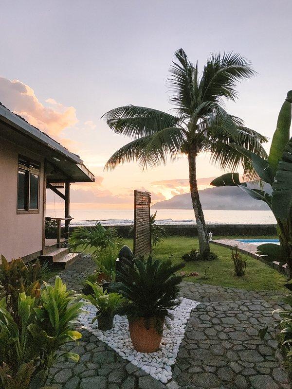 Très belles vues partout où vous regardez ici à Tahiti Surf Beach