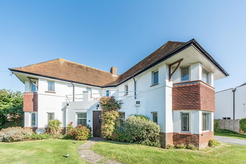 Large beach house by the sea near Goodwood, Arundel and the South Downs, vacation rental in Arun District