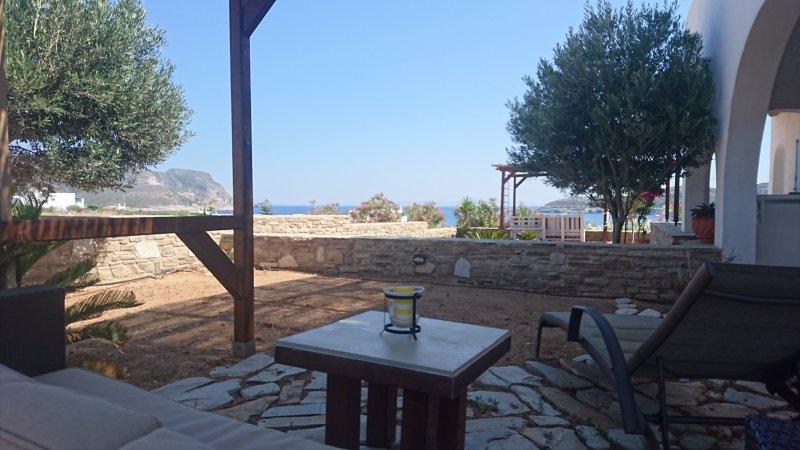 Antiparos luxury apartment 2, holiday rental in Agios Georgios