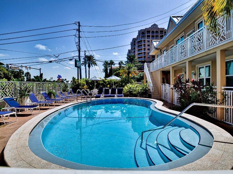 Poolside Hof vor Ihrem Zimmer.