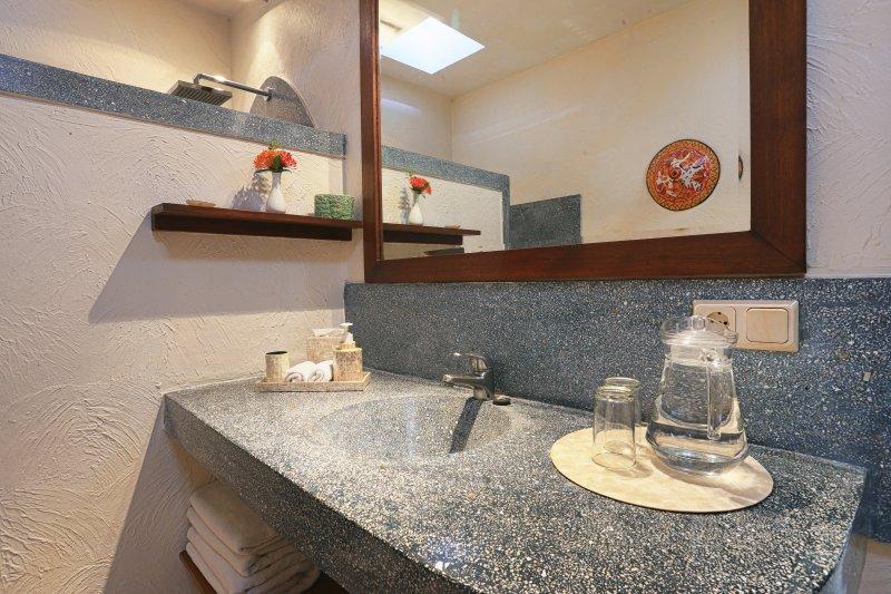 salle de bains dans la chambre 3.