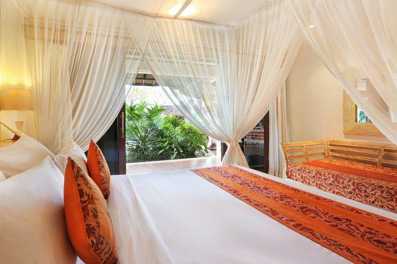 Chambre 3 a un lit de jour qui peut être défini comme un lit d'appoint.