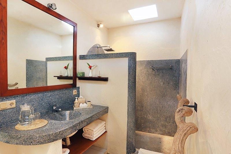 Sèche-cheveux dans chaque salle de bains