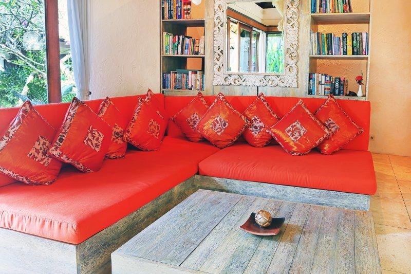 Chambre 5 définie comme salle de télévision / bibliothèque lorsque vous seul livre 4 chambres pour 8 personnes