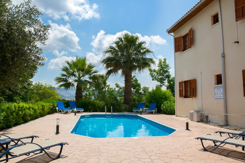 CHRYSANTHEMA VILLAS (4 BEDROOM), holiday rental in Pano Arodes
