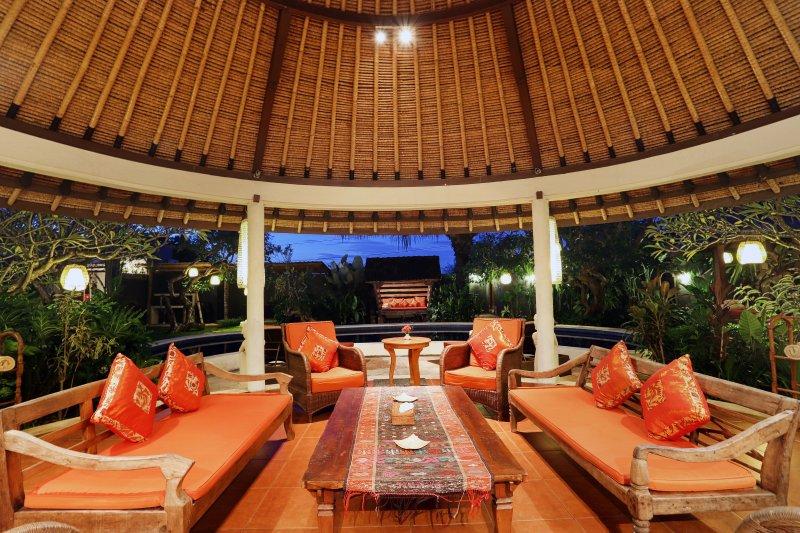 Séjour sous le toit Alang Alang (toit de chaume).