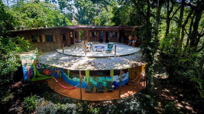 Playa Lagarto Lodge, Where Jungle Meets Beach, vacation rental in Bocas del Toro Province